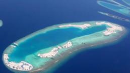 Türkis Blaues Meer um die Malediven Inseln